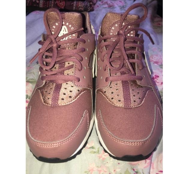 Nike Shoes - Women's Nike shoes
